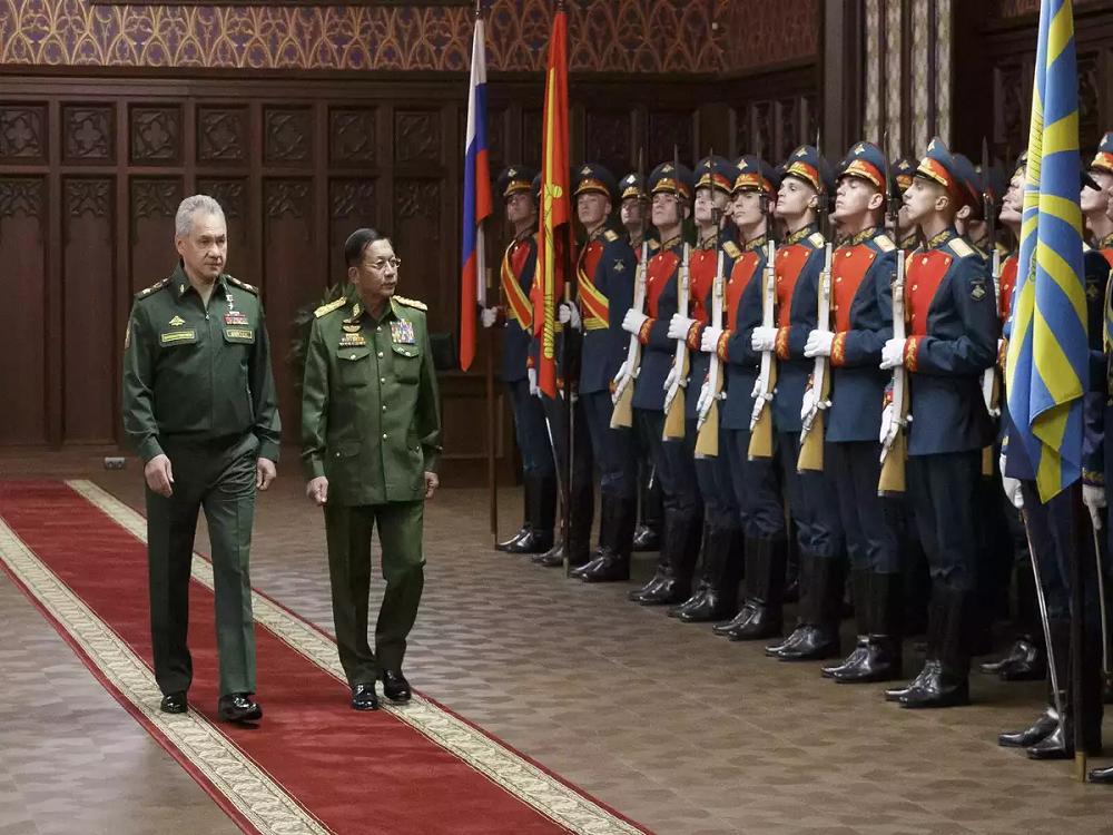 Russian Defence Minister Sergei Shoigu with visiting junta leader Senior General Min Aung Hlaing
