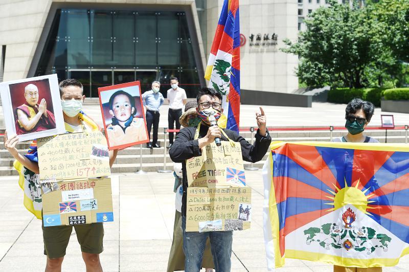 Remembering Injustice Taiwanese Protestors Protesting China's 100 year anniversary
