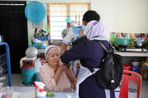 Malaysia To Stop Using Sinovac Vaccine, Will Switch To Pfizer