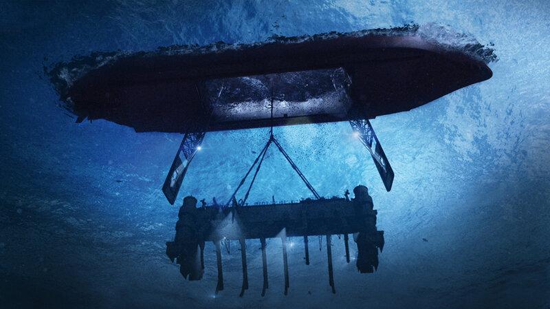 Raising part of the Russian submarine