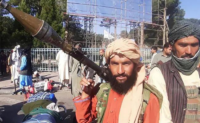 Afghanistan: Diplomats Hasten Exit As Taliban Near Kabul