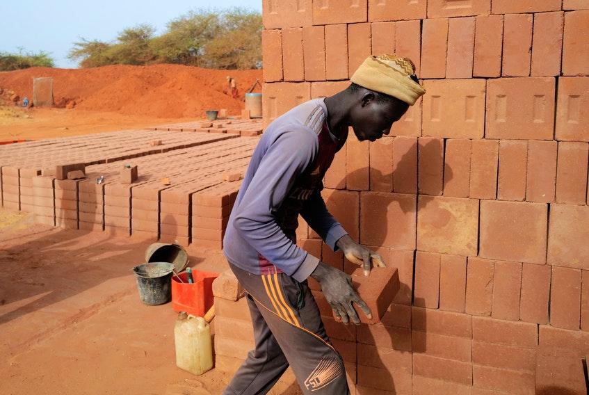 Senegalese Builders Reject Concrete For An Eco-Friendly Alternative