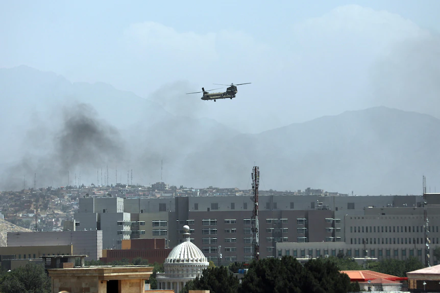 A US Chinook helicopter flies over Kabul.